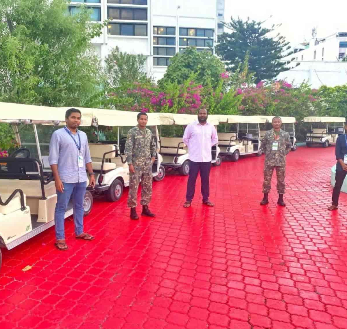 NEOC and CROSSROADS maldives with miniter of toursim ali waheed posing ofr a picture infront of the 06 buggies