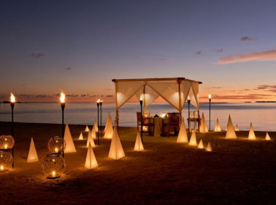 Romantic dining in the Maldives