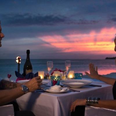 couple enjoying dinner in the maldives